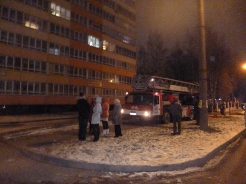 В Кирове загорелась квартира на 11 этаже: эвакуировано 9 человек