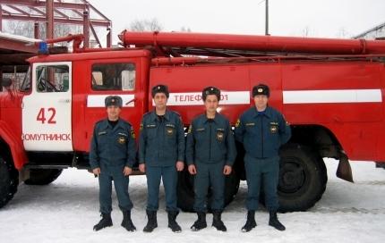 В Омутнинске спасатели вытащили из воды двух рыбаков, провалившихся под лёд