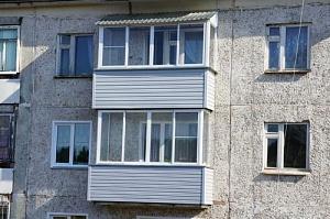 Жителей Нововятска заставят убрать козырьки балконов