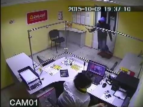 Неизвестный в Кирове похитил из офиса займов 45 тысяч рублей