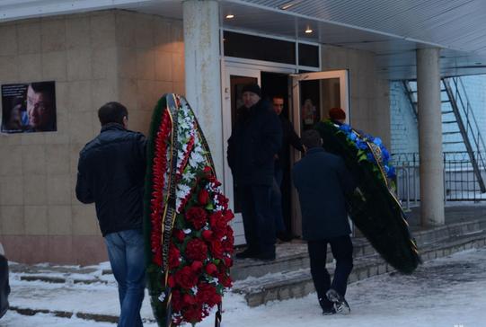 Проститься с Сергеем Лузяниным пришли более тысячи человек