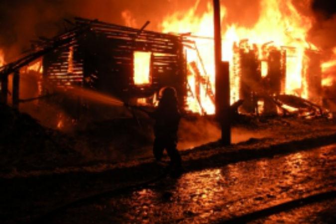 В Арбажском районе на пожаре сгорели мужчина и его 15-летняя падчерица