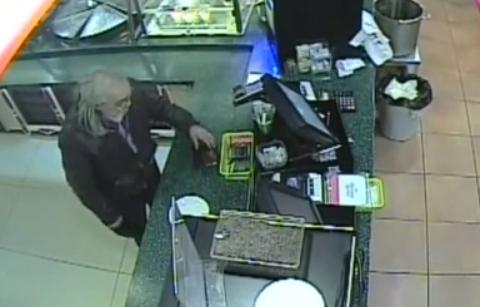 В ЦУМе бомж украл кошелек у посетителя кафе