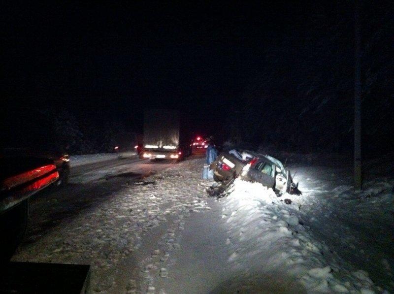 В Белохолуницком районе водитель «Калины» погиб в столкновении с фурой