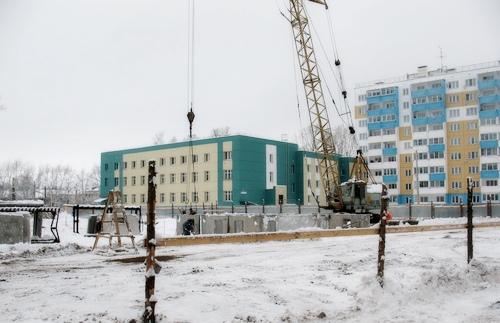 Администрация Кирова продолжает строительство домов для детей-сирот