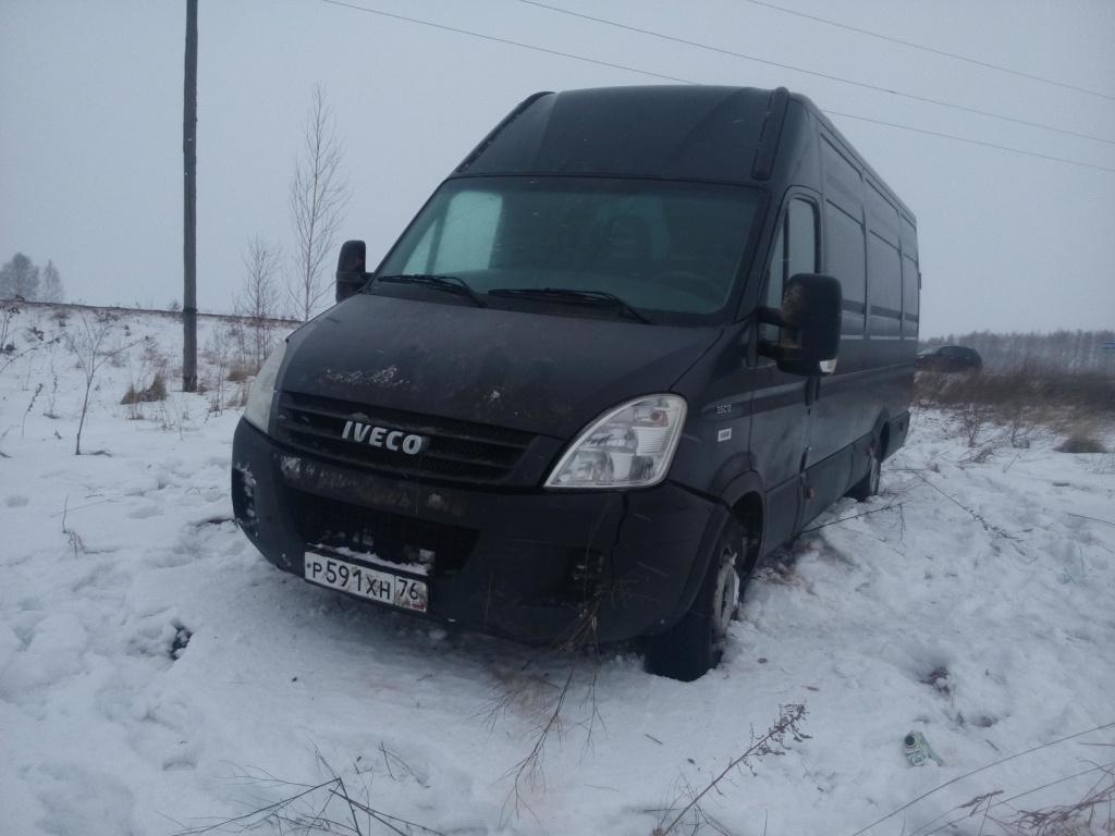 В Кировской области машина перевернулась от порыва ветра