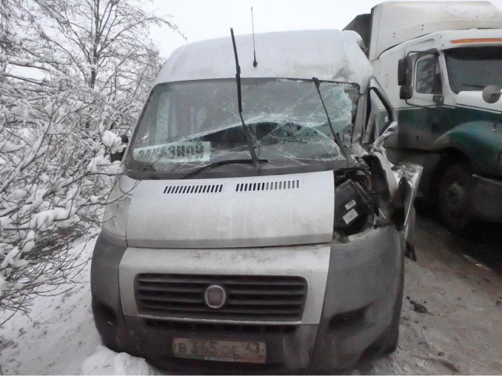 В Кирово-Чепецком районе фура врезалась в автобус и грузовик