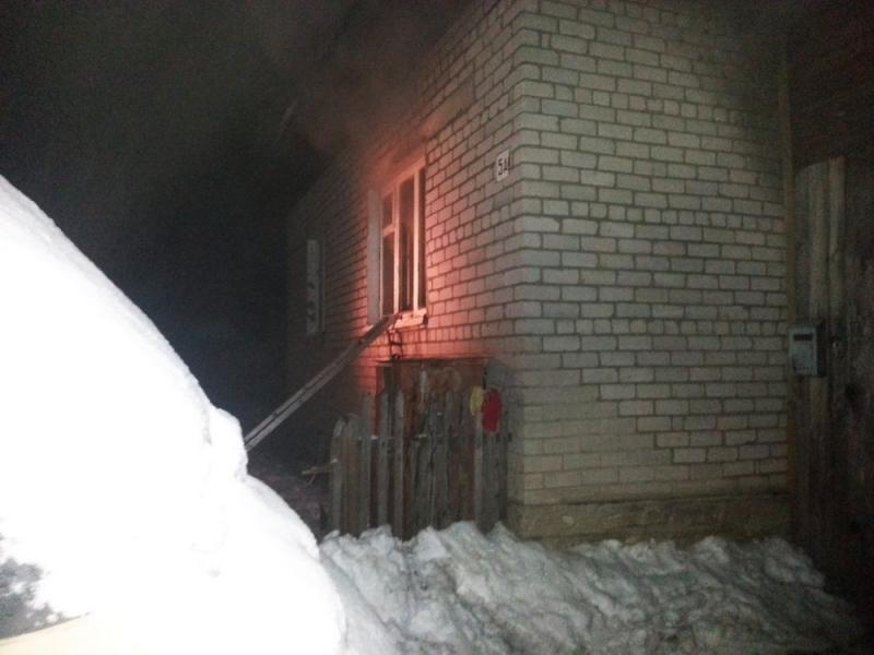 В Орлове две женщины спасли инвалида из пожара