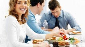 Ученые: Совместные обеды с коллегами повышают продуктивность работы