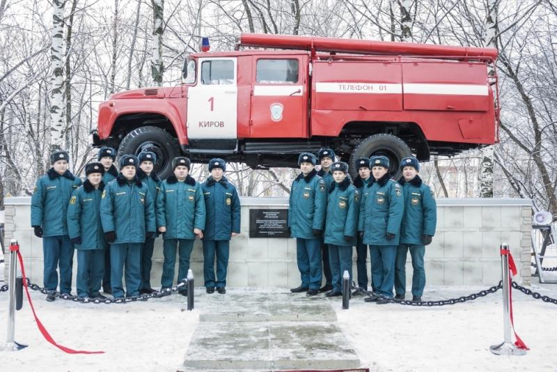 В Кирове установили памятник ЗИЛ-130
