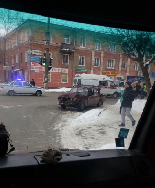В Кирове с полицейским ГАЗом столкнулись 5 автомобилей