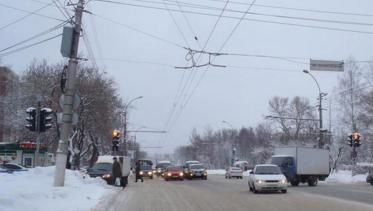 В Кирове водитель фургона сбил молодого человека