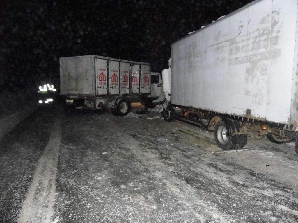 В Омутнинском районе столкнулись два грузовика: погиб человек