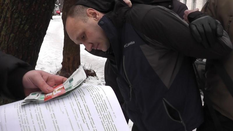В Кирове сотрудники полиции пресекли факт получения незаконного денежного вознаграждения специалистом администрации областного центра