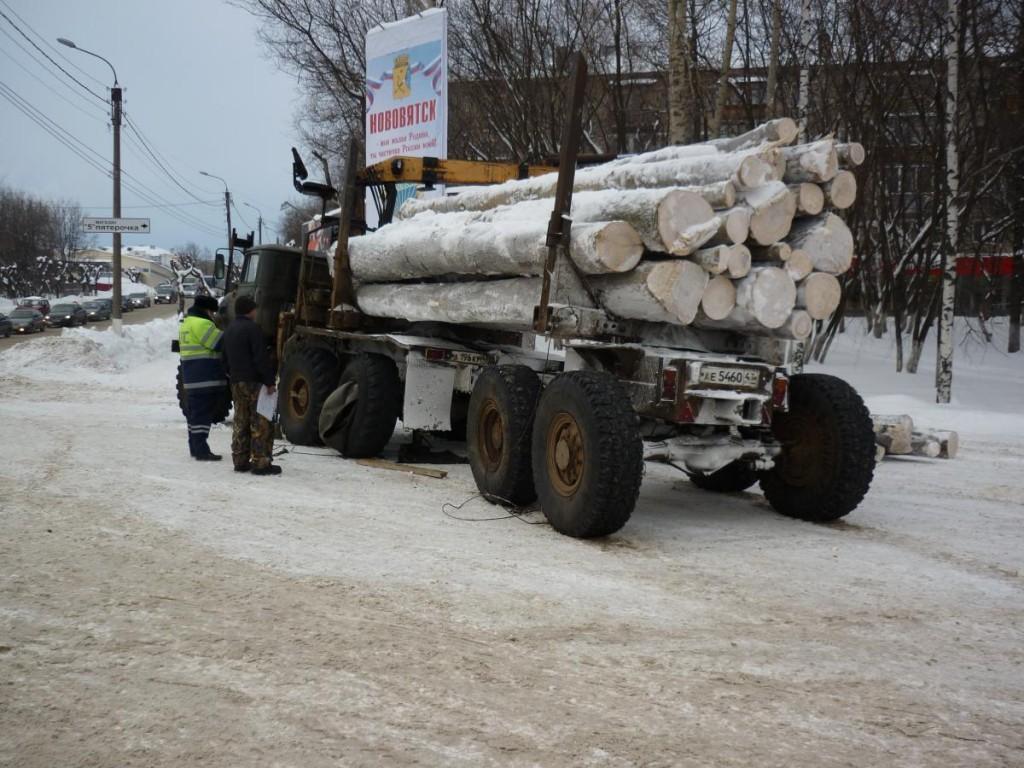 В Нововятске колесо «Урала» травмировало водителя «Опеля»
