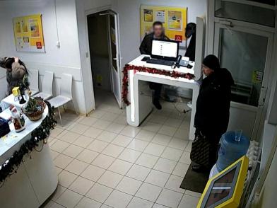 Сотрудник телекоммуникационной компании в Кирове на работе лишился телефона