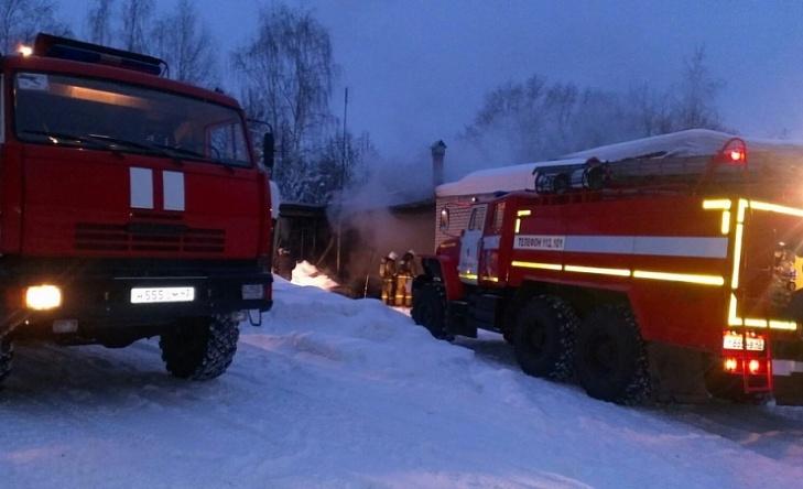 В Кирово-Чепецке сгорел цех резино-технических изделий
