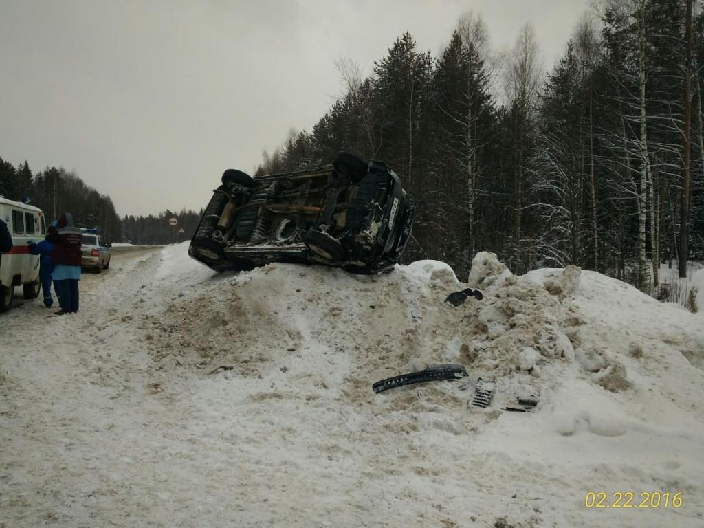 В пригороде Кирова «Тойота» взлетела на сугроб, пострадали две девочки