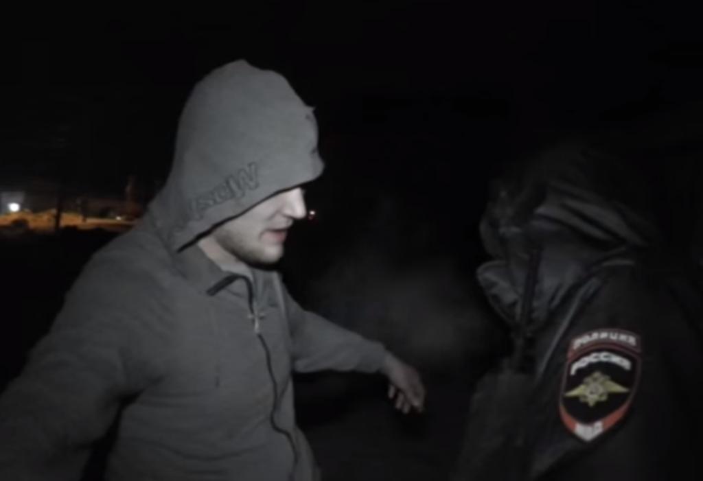 В Кирове водитель пытался спрятаться от полицейских на кладбище
