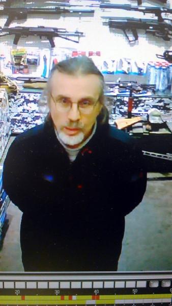 Кировчанин украл арбалет из магазина