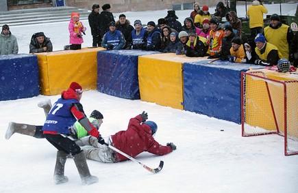 На Театралке пройдет турнир по хоккею с мячом в валенках