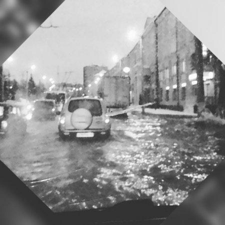 В Кирове из-за прорыва трубы без воды остались 17 домов
