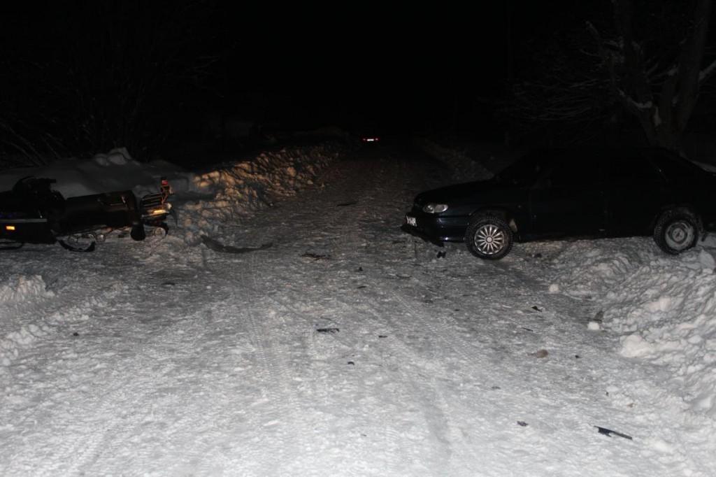 В Мурашах снегоход врезался в «Ладу»