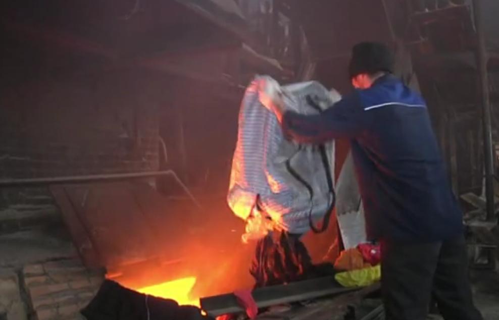 Кировские полицейские сожгли тысячи контрафактных футболок и штанов