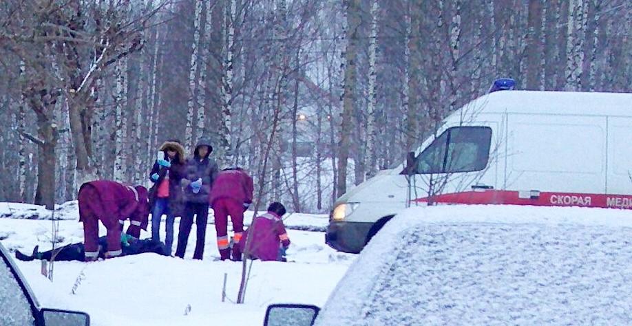 """Кировчане: «""""Скорая"""" ехала 30 минут, женщина умерла прямо на улице»"""