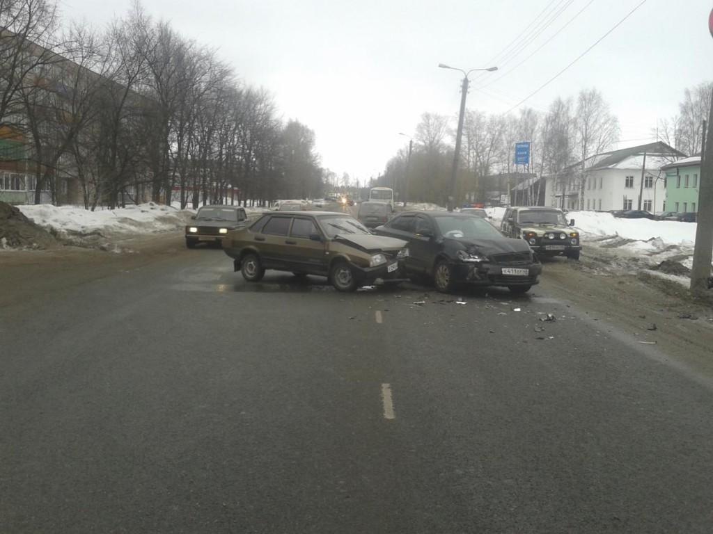 В Котельничском районе студент на «Ладе» врезался в «Шкоду»