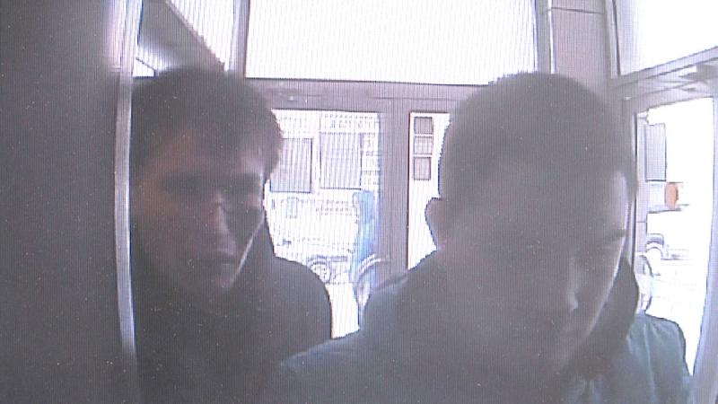 Двое парней похитили у пьяного кировчанина карту и сняли с нее 5 тыс. рублей. ВИДЕО