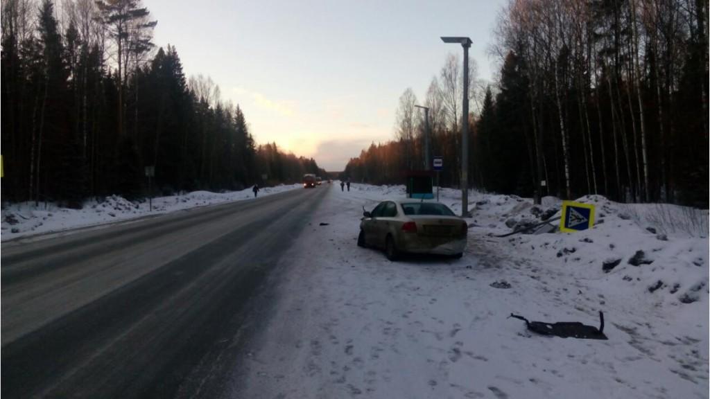 В Кировской области пенсионерка за рулем иномарки снесла дорожный знак