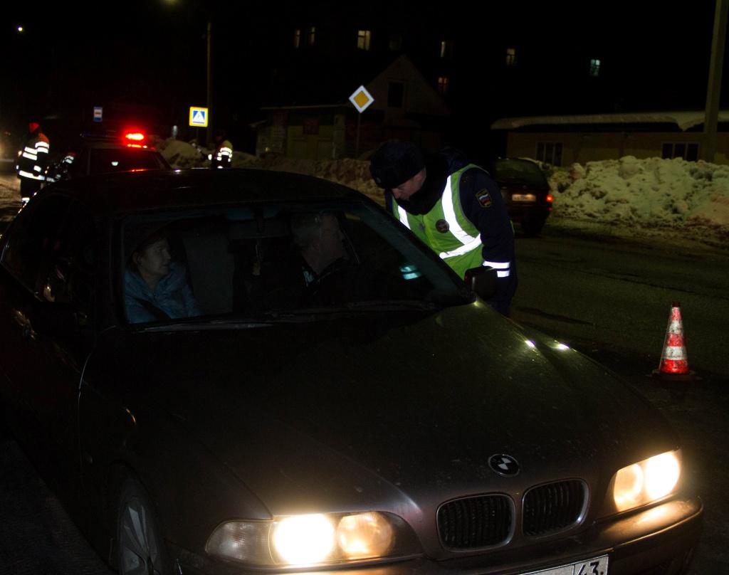 За выходные в Кирове задержали 15 пьяных водителейЗа выходные в Кирове задержали 15 пьяных водителей