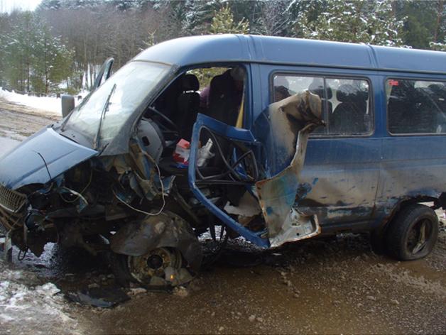 В Зуевском районе «Газель» врезалась в дорожное ограждение