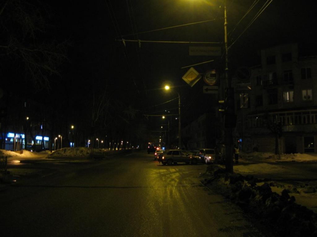 В Кирове столкнулись Chevrolet и ВАЗ: один пострадавший