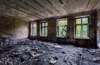 В Кирове загорелось здание КВАТУ