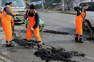 За неделю в Кирове отремонтировали 1500 квадратных метров дорог
