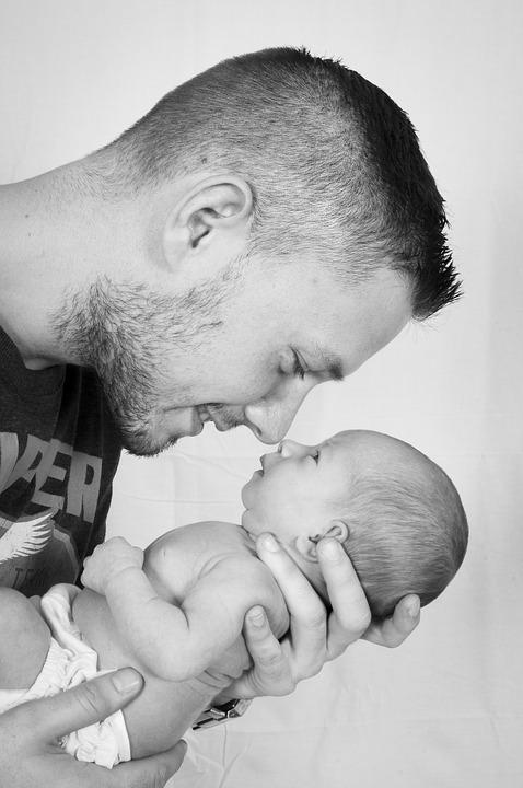 Возраст и образ жизни отца влияют на здоровье ребенка – ученые