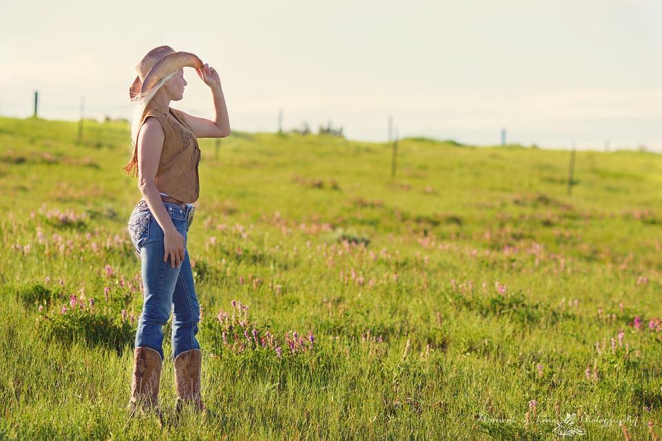 https://pixabay.com/ru/страны-девочка-женщины-летом-871445/