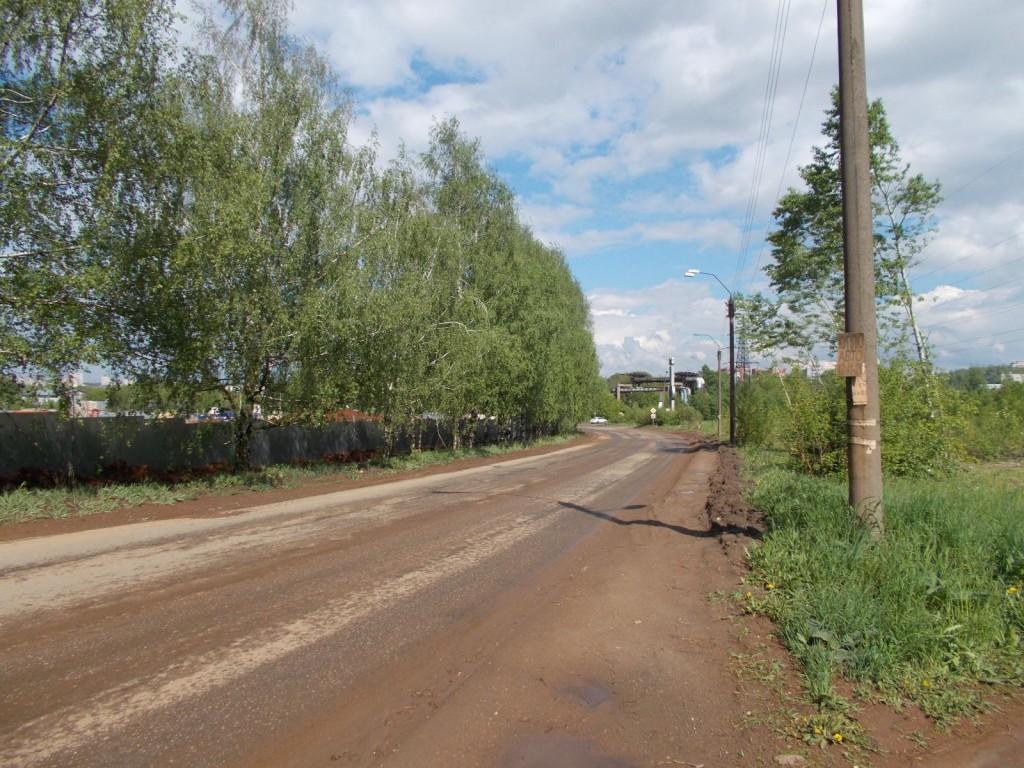 На улице Луганской такси врезалось в дерево