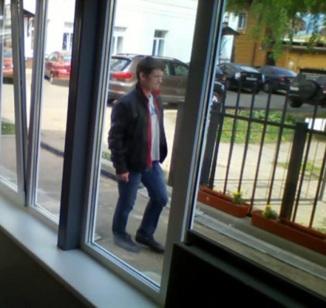 Сотрудниками уголовного розыска отдела полиции №2 УМВД России по г. Кирову устанавливается личность молодого человека, подозреваемого в краже велосипеда.