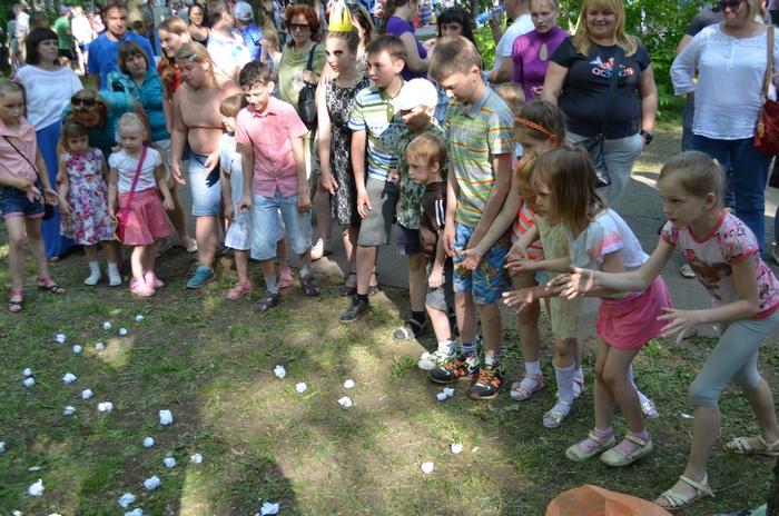 День защиты детей в Кирове: танцевальный флеш-моб и конкурс рисунков на асфальте