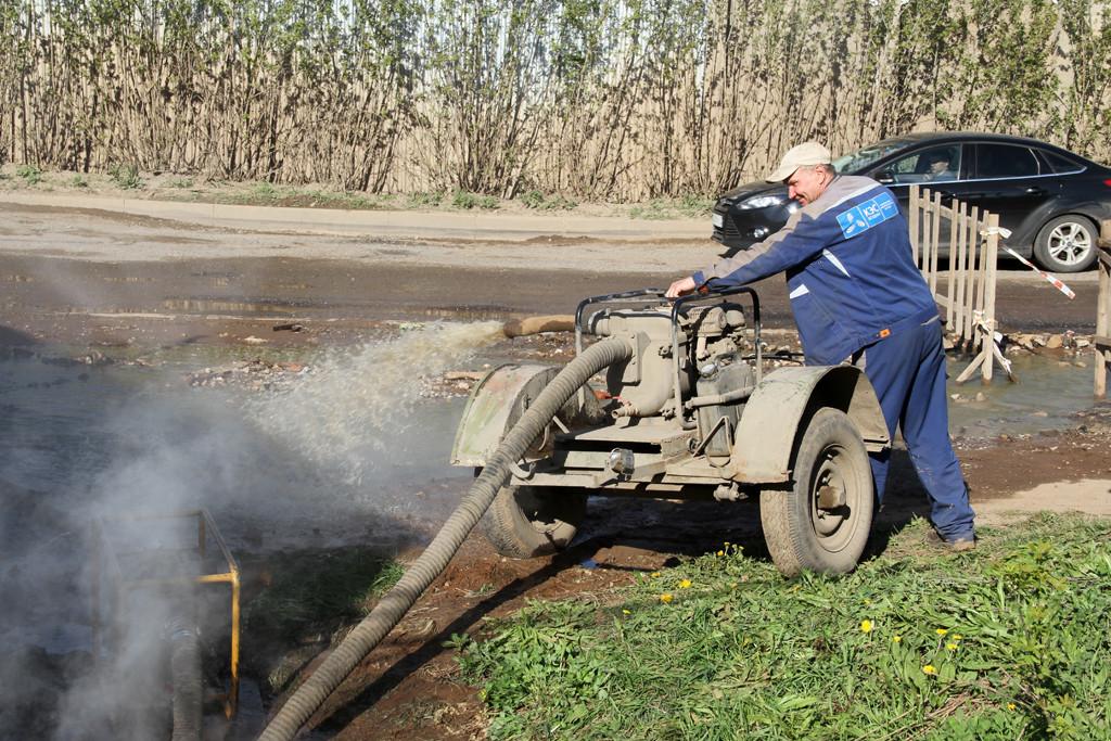 Сегодня на ул. Тимирязева г. Кирова произошел разрыв магистральной теплотрассы.