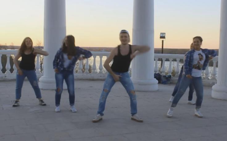 Кировские фанаты поддержали танцем Сергея Лазарева на Евровидении