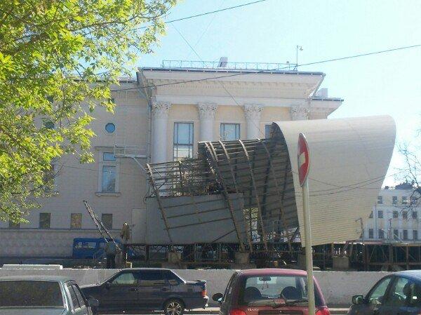 В Кирове на Театральной площади начали демонтировать сцену