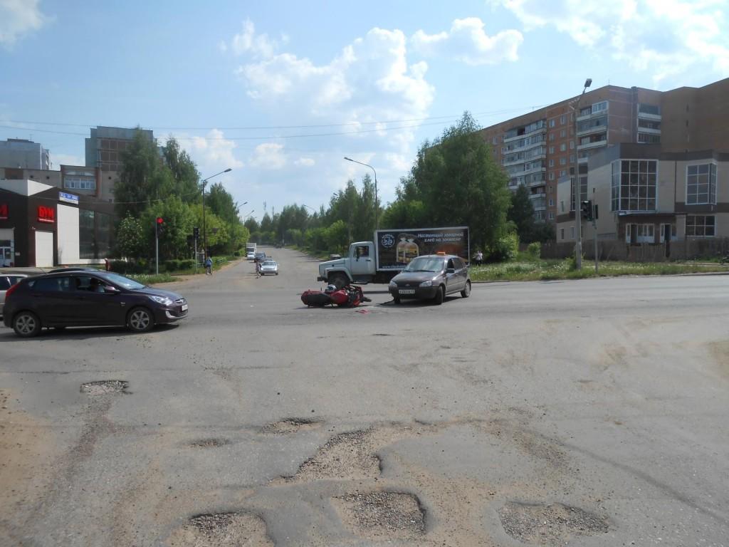 В Кирово-Чепецке столкнулись «Лада» и мотоцикл «Сузуки»