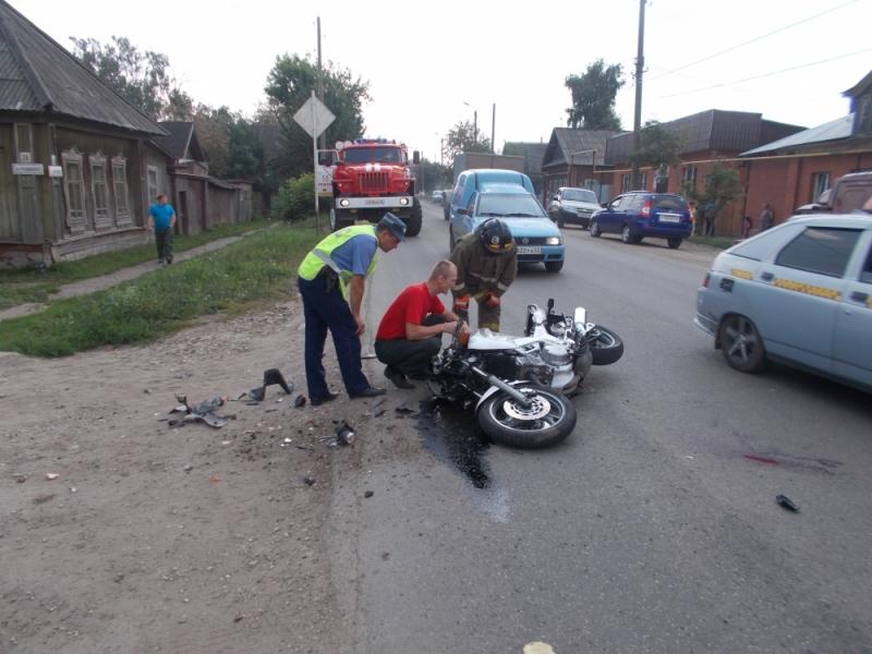 В Уржуме мотоцикл врезался в грузовик