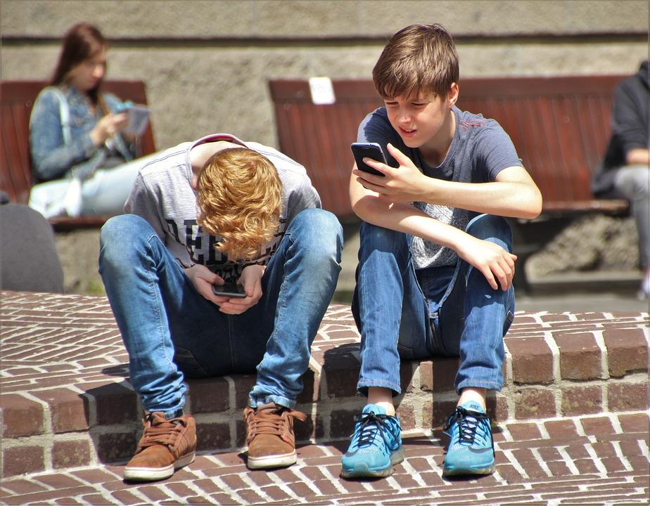 Ученые: смартфоны мешают детям спать