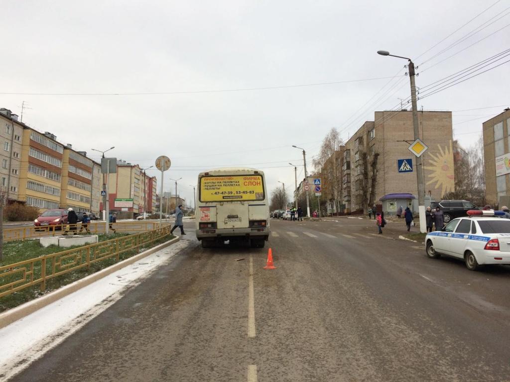 В Радужном столкнулись автобус и грузовик