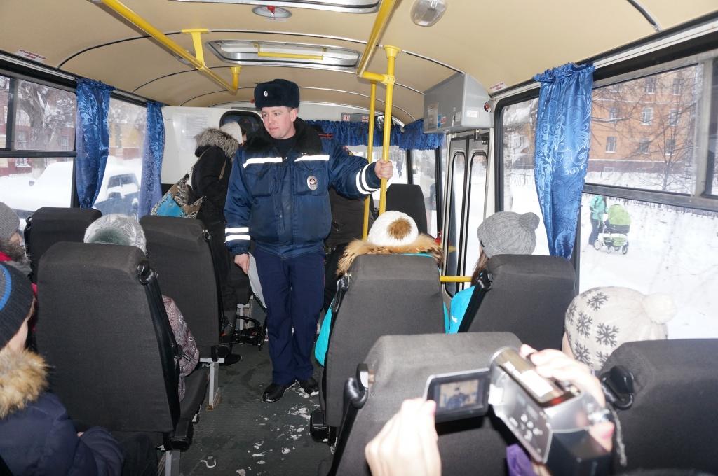 В автобусах появились тайные пассажиры: снимают нарушения на видео